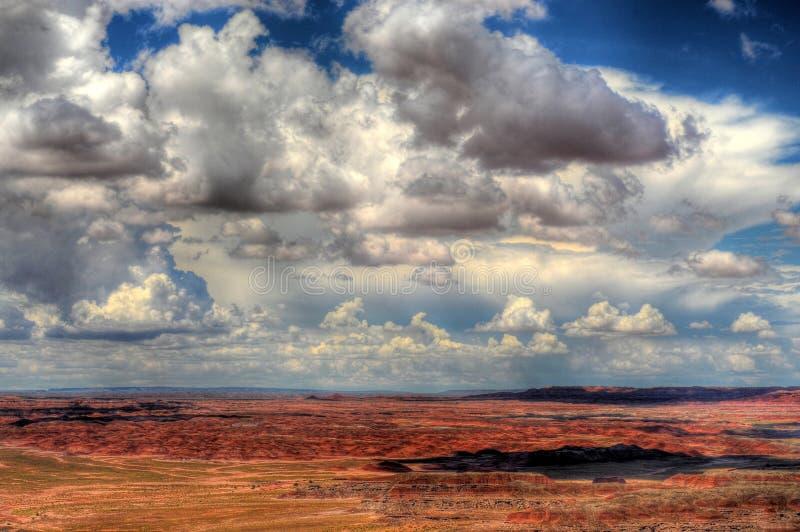 Nubi di tempesta verniciate del deserto immagine stock libera da diritti