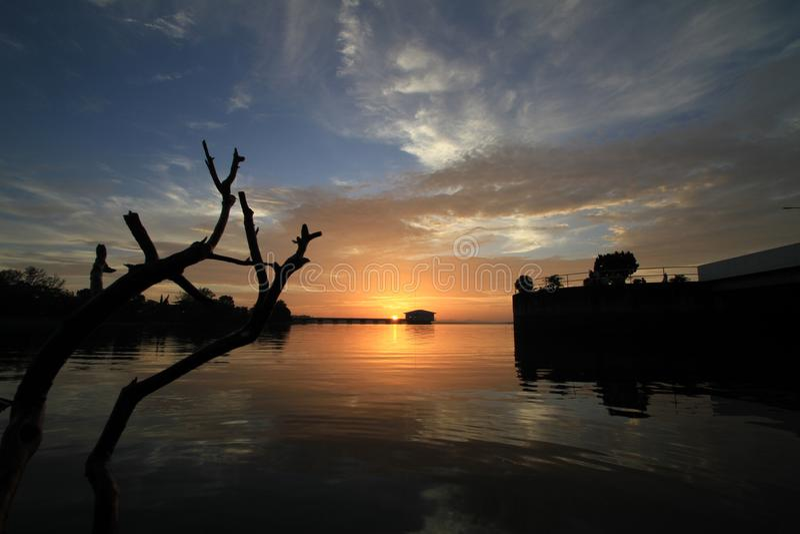 Nubi drammatiche di tramonto immagine stock libera da diritti