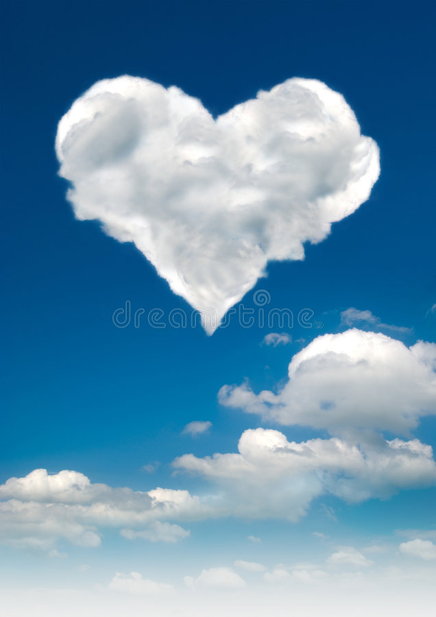 Nubi a forma di del cuore immagini stock
