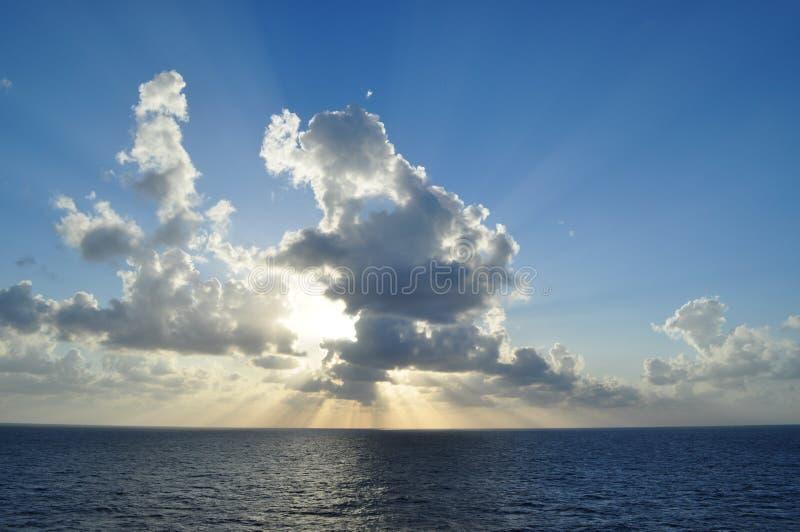 Nubi in mare immagini stock libere da diritti