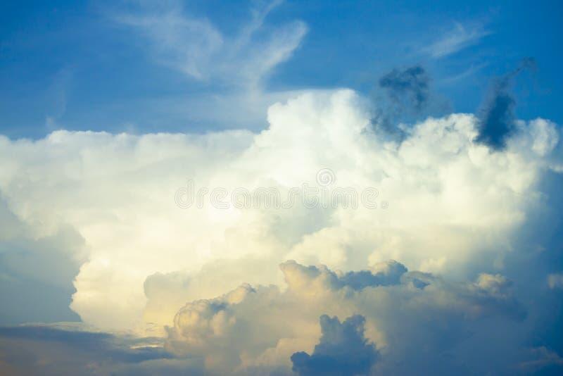 Nubi sul cielo immagine stock libera da diritti