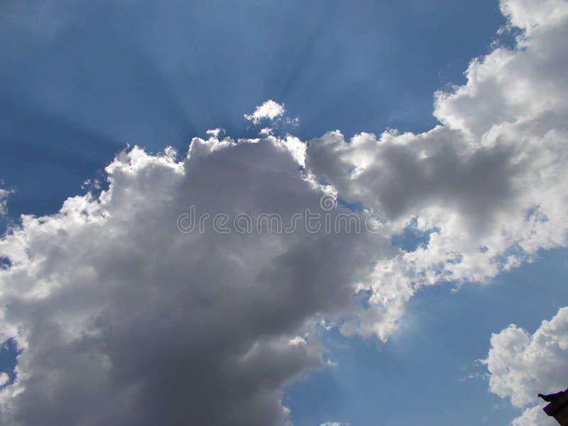 Nubla-se céus imagens de stock