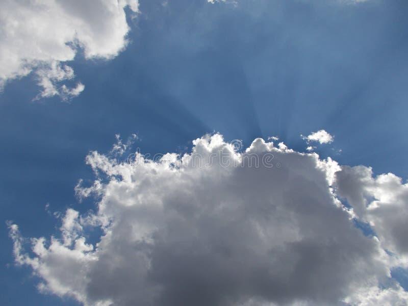Nubla-se céus imagem de stock