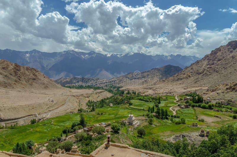 Nubra dolina nieodkryty królestwo; l10a:dziedzina natura zdjęcia royalty free