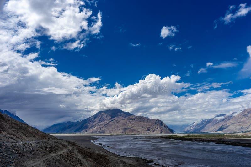 Nubra dolina od Diskit Gompa Leh Ladakh, Jammu i Kaszmir, India obraz stock