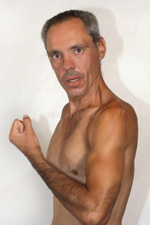 Nude Porträt eines autistischen Mannes, der seine körperliche Muskelkraft demonstriert lizenzfreie stockfotografie