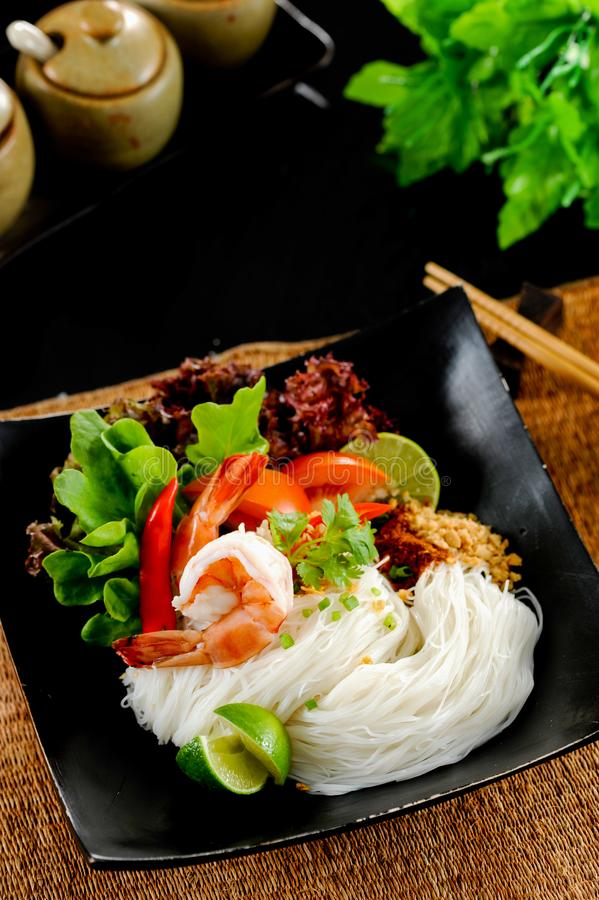 Nudel Tom yum, thailändisches Lebensmittel lizenzfreie stockbilder