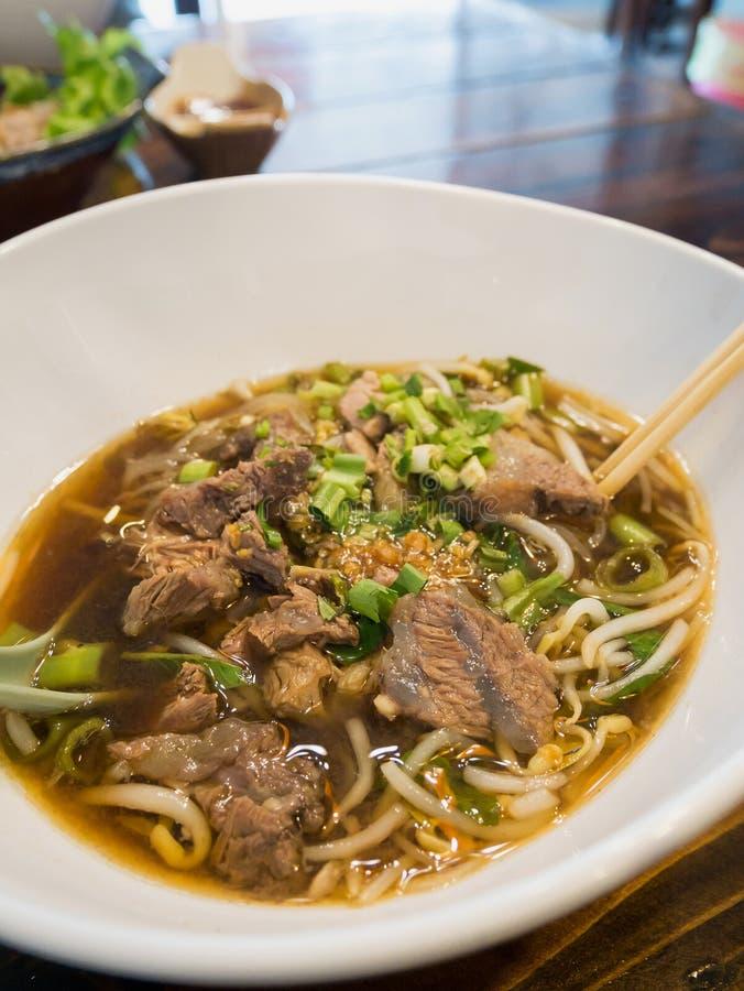 Nudeln mit Rindfleisch Stew Soup lizenzfreies stockbild