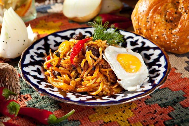 Download Nudlar med Laghman sås arkivfoto. Bild av turkic, restaurang - 76702930