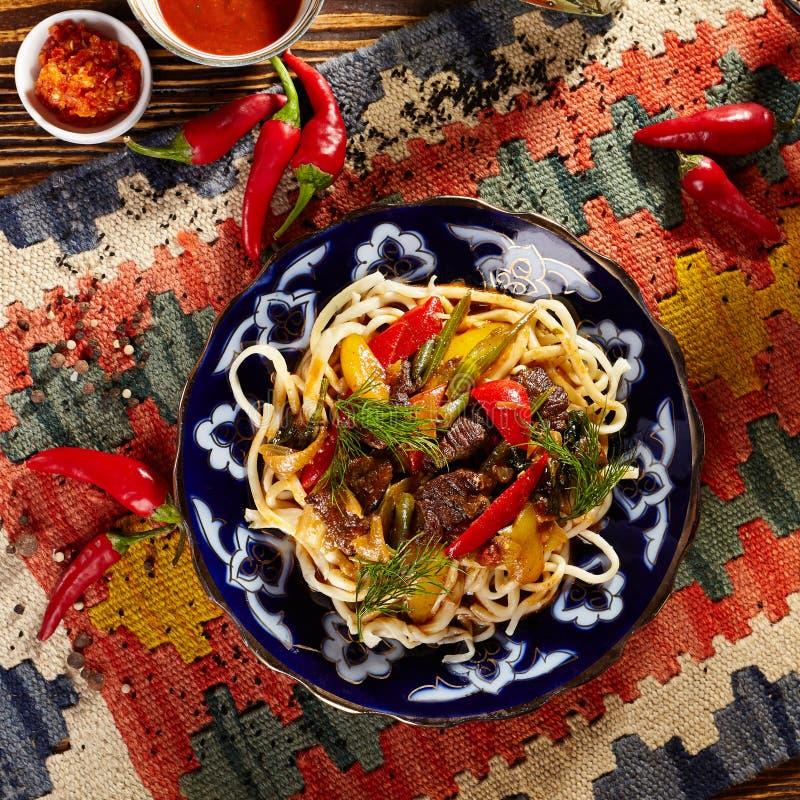 Download Nudlar med Laghman sås arkivfoto. Bild av maträtt, restaurang - 76703052