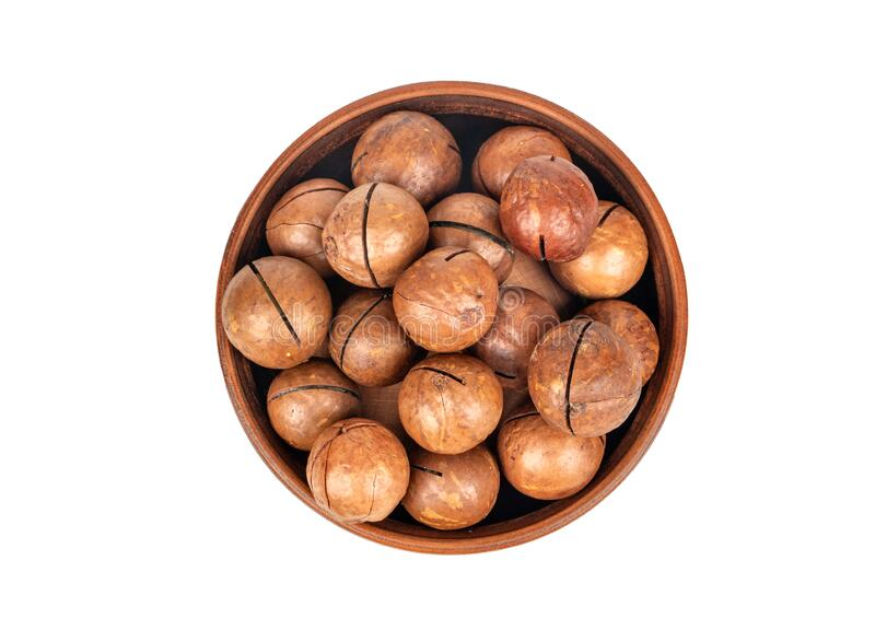 Nueces de Macadamia en el tazón imagenes de archivo