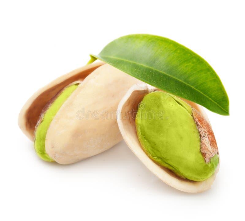 Nueces de pistacho aisladas imagenes de archivo