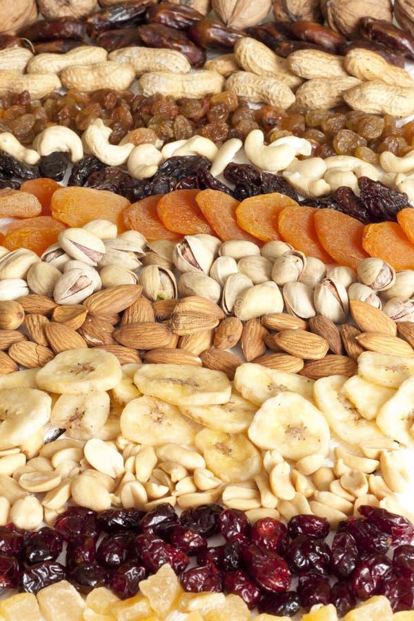 Nueces delicadas y frutas secadas foto de archivo
