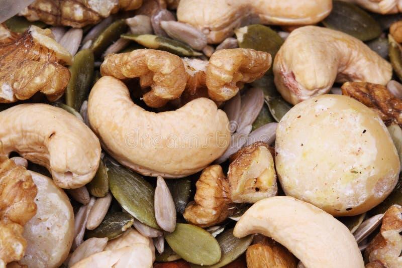 Nueces y semillas mezcladas la opción sana fotografía de archivo libre de regalías