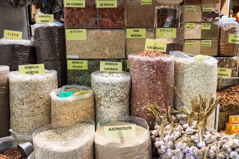 Nueces y semillas para la venta imagen de archivo