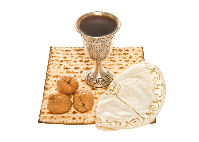 Nueces y Yarmulke de la taza de Kiddush de la plata de Matzoth fotos de archivo libres de regalías
