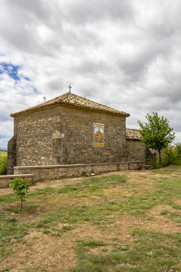 Nuestra在圣詹姆斯,卡米诺de圣地亚哥途中的夫人del Poyo偏僻寺院在纳瓦拉,西班牙 库存照片
