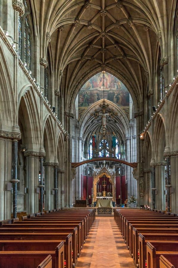 Nuestra señora y el interior de la iglesia de la capilla de los mártires del inglés Es una iglesia gótica grande del renacimiento imagenes de archivo