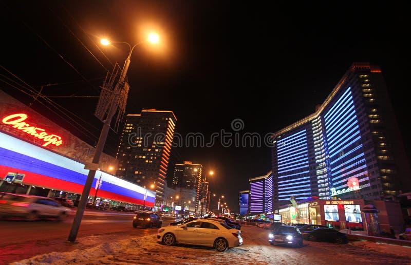 Nueva calle de Arbat en Moscú por noche imagen de archivo