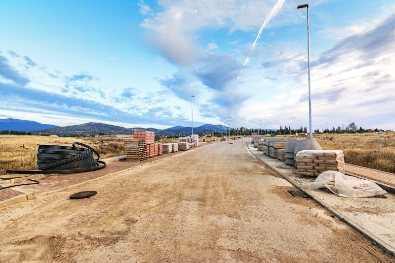 Nueva calle de la creación Trabajos de la urbanización imagen de archivo libre de regalías