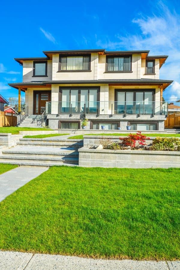Nueva Casa Residencial De Lujo Con Las Terrazas De La Tierra