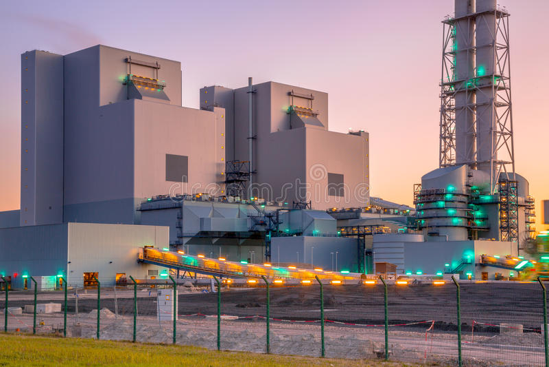 Nueva central eléctrica del carbón y de la biomasa fotos de archivo libres de regalías