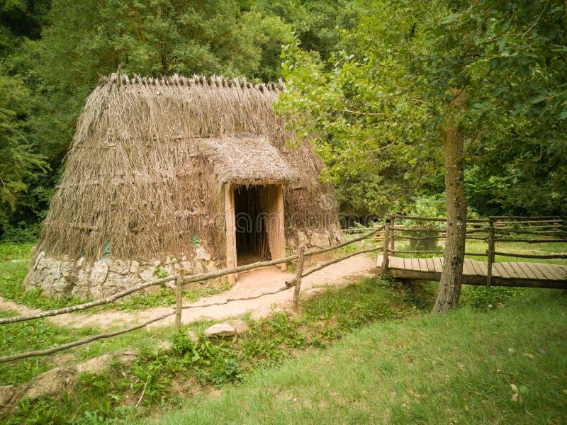 Nueva Edad de Piedra Cataluña de vivienda neolítica imagen de archivo libre de regalías