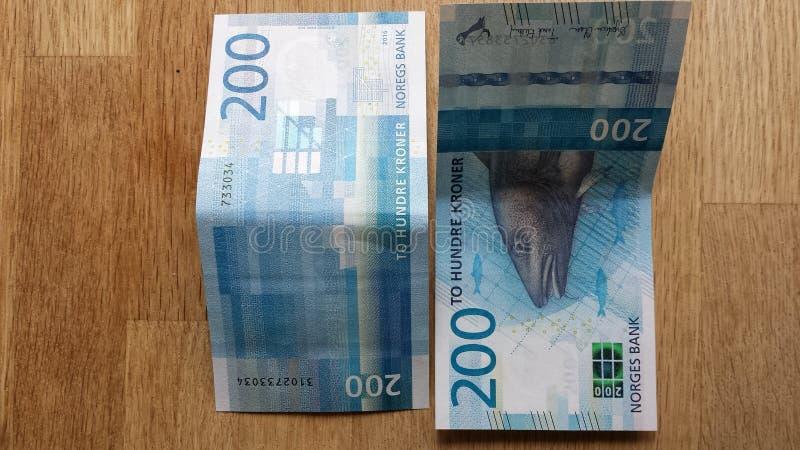 Nueva edición 2017 de la moneda de los billetes de la corona del noruego 200 imágenes de archivo libres de regalías