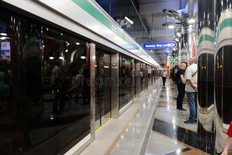 Nueva metro-estación Begovaya en St Petersburg, Rusia fotos de archivo