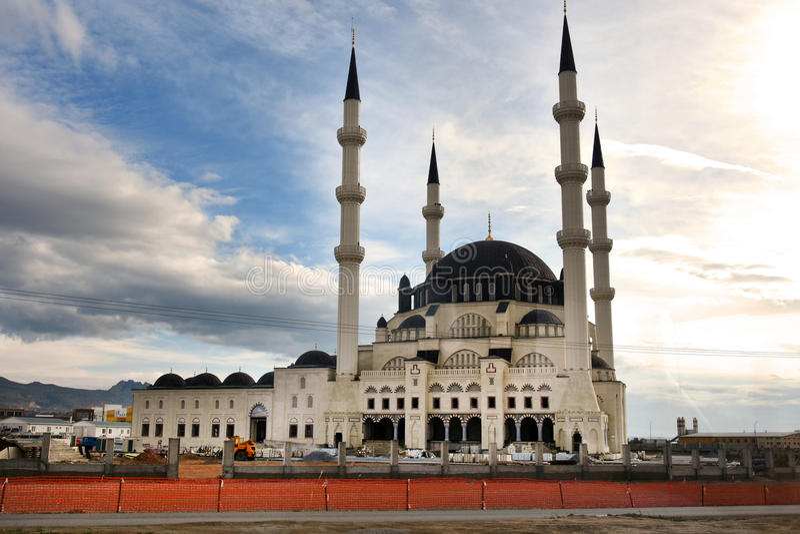 Nueva mezquita del edificio fotografía de archivo
