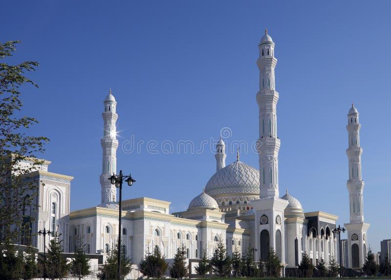 Nueva mezquita en Astaná. Kazajistán foto de archivo