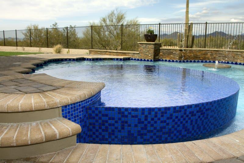Nueva piscina dentro de una piscina fotos de archivo libres de regalías