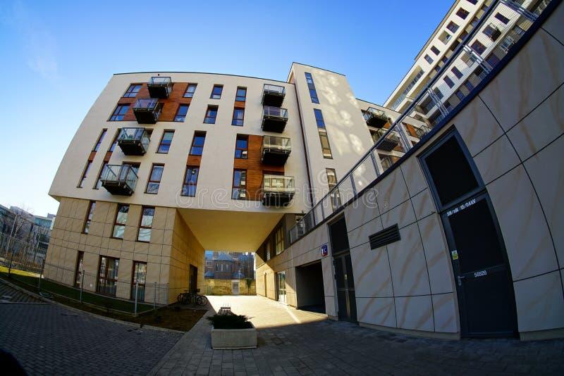 Nueva urbanización moderna en Lodz - vivienda típica fotografía de archivo libre de regalías