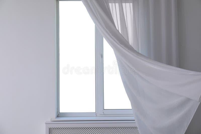 Nueva ventana moderna con la cortina imagen de archivo libre de regalías