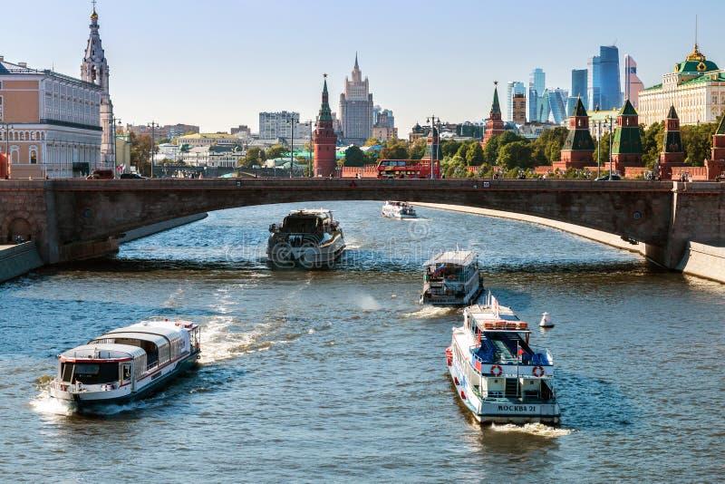 Nueva vista ingenio del terraplén de Moscú el Kremlin y de Moskvoretskaya imagen de archivo