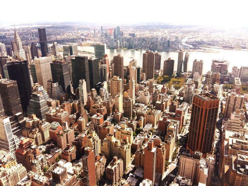 Nueva York desde arriba de pasar por alto East River foto de archivo libre de regalías