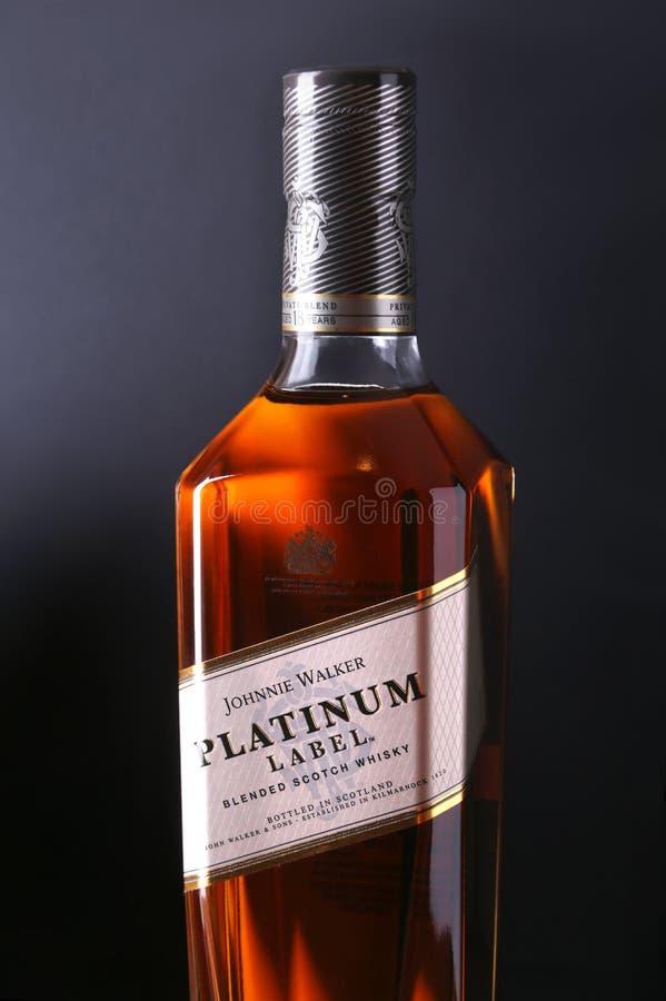 Nueva York, el 5 de enero de 2018, etiqueta de Johnnie Walker Platinum mezcló el whisky escocés Mezcla privada, envejecida 18 a?o foto de archivo libre de regalías