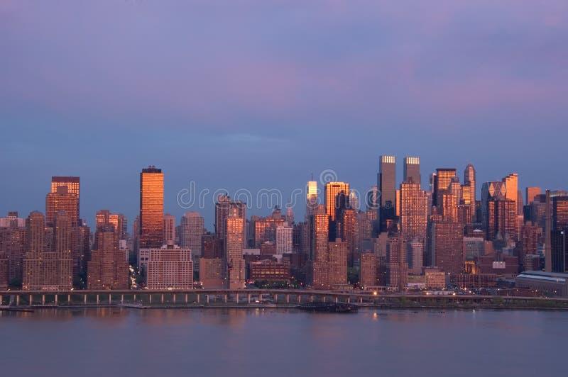 Nueva York en la puesta del sol imagen de archivo