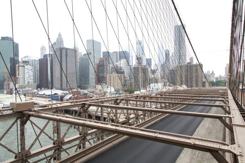 Nueva York, horizonte del Lower Manhattan según lo visto de la Brooklyn Brid imagen de archivo