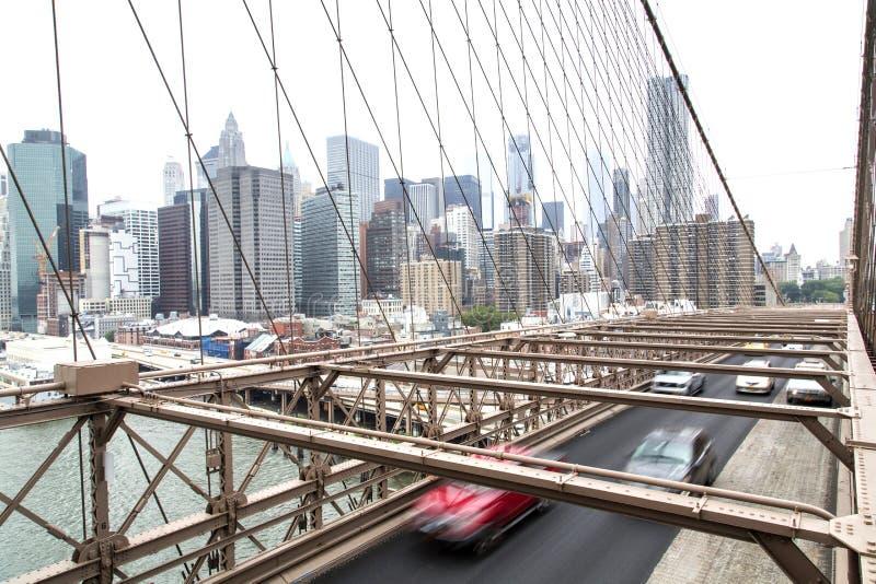 Nueva York, horizonte del Lower Manhattan según lo visto de la Brooklyn Brid imagenes de archivo