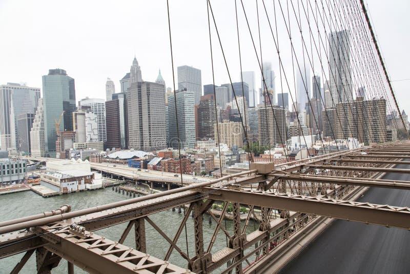 Nueva York, horizonte del Lower Manhattan según lo visto de la Brooklyn Brid foto de archivo libre de regalías