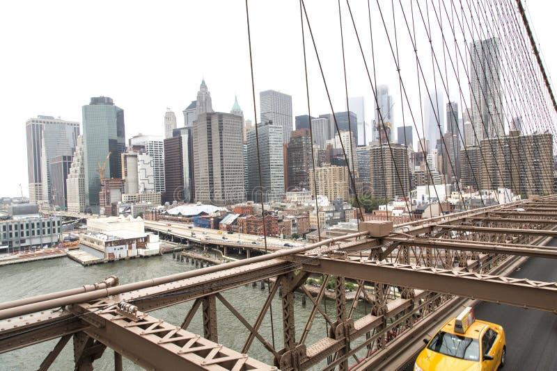 Nueva York, horizonte del Lower Manhattan según lo visto de la Brooklyn Brid fotografía de archivo libre de regalías