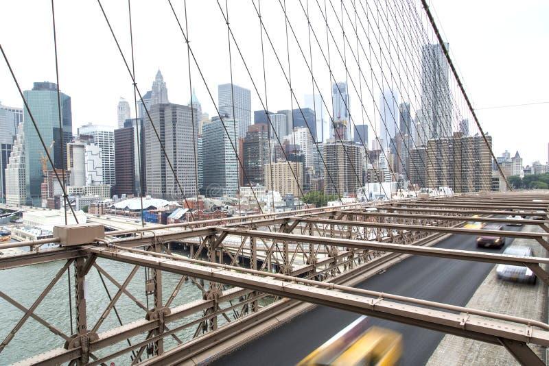 Nueva York, horizonte del Lower Manhattan según lo visto de la Brooklyn Brid fotos de archivo