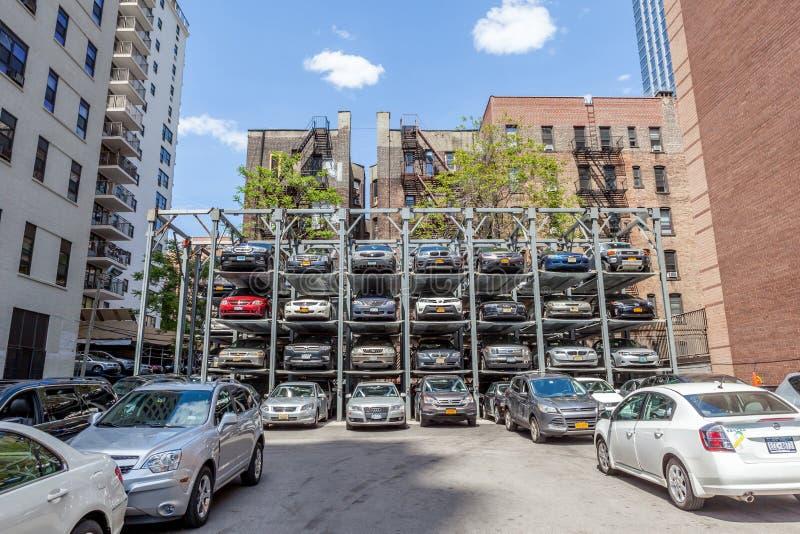 Nueva York, los E.E.U.U. 20 de mayo de 2014 Sistema automatizado del estacionamiento del coche servic fotos de archivo libres de regalías