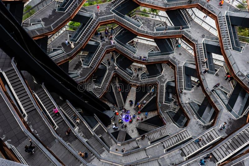 Nueva York, los E.E.U.U. - 21 de junio de 2019: Buque que consiste en 155 tramos de escalones en Hudson Yards de Manhattan durant imagen de archivo