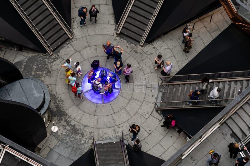 Nueva York, los E.E.U.U. - 21 de junio de 2019: Buque que consiste en 155 tramos de escalones en Hudson Yards de Manhattan durant imagen de archivo libre de regalías