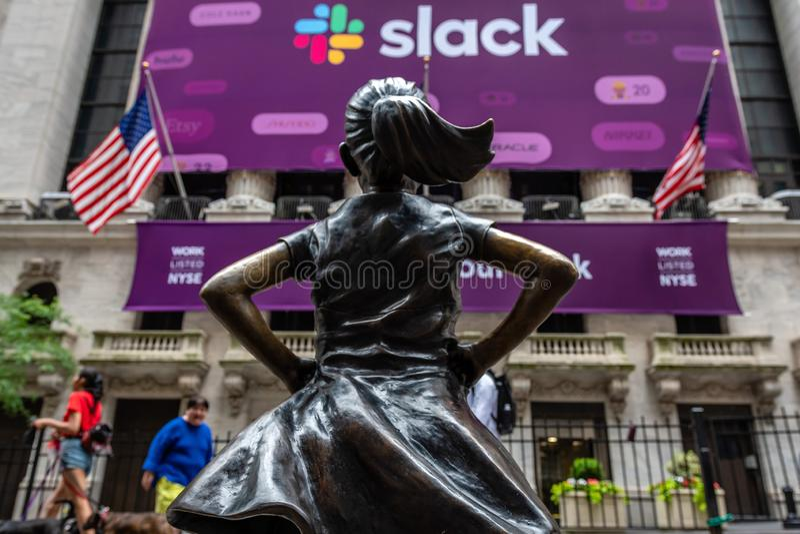Nueva York, los E.E.U.U. - 21 de junio de 2019: Estatua de bronce imagenes de archivo