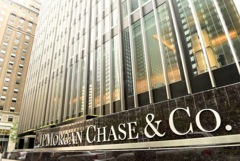 Nueva York, los E.E.U.U. - 26 de mayo de 2018: JPMorgan oficina persigue y del Co en fotos de archivo