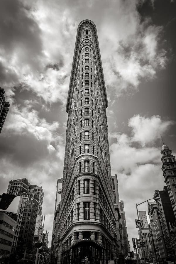 Nueva York vertical negra y blanca: el edificio de la plancha foto de archivo libre de regalías