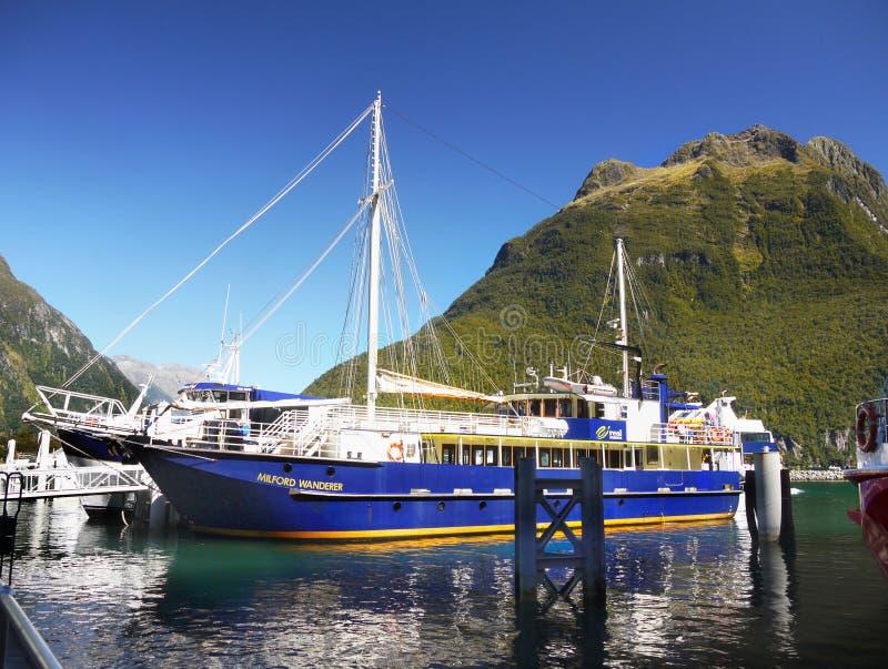 Nueva Zelanda, paisaje escénico del fiordo, travesía de Milford Sound fotografía de archivo